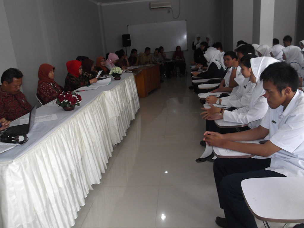 FORUM DISKUSI KAMPUS DHB 2013