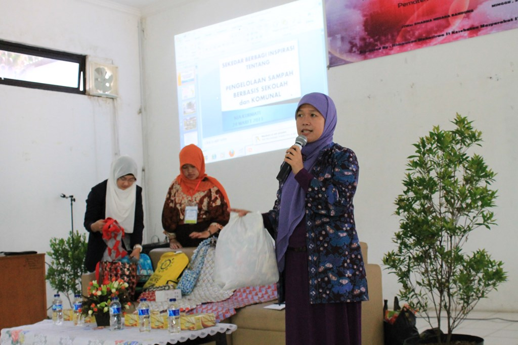"SEMINAR ""TRASH MANAGE FOR SUSTAINABLE HEALTH ENVIRONMENT"" HMPS KESEHATAN MASYARAKAT"