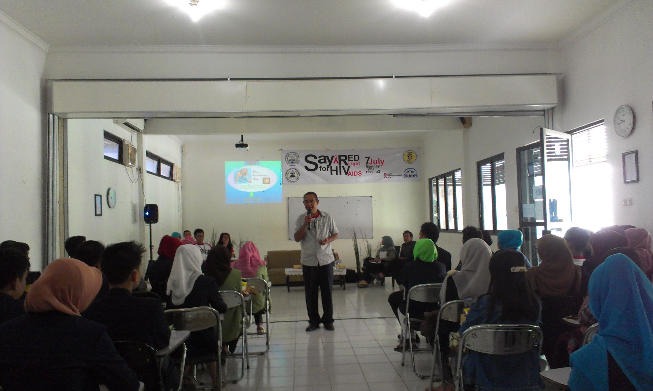 "SEMINAR ""SAY RED LIGHT FOR HIV AIDS"" PIKMA PROKSIMA DHB 2013"