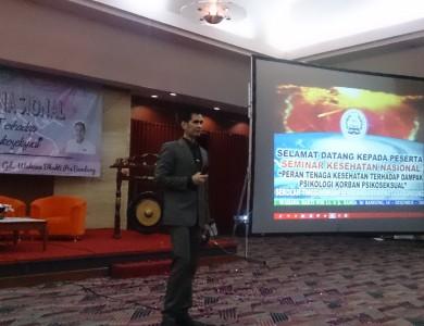 dr. OZ INDONESIA DALAM SEMINAR NASIONAL KESEHATAN BEM DHB